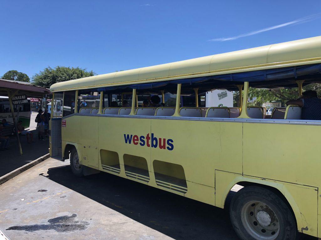 フィジーのバス